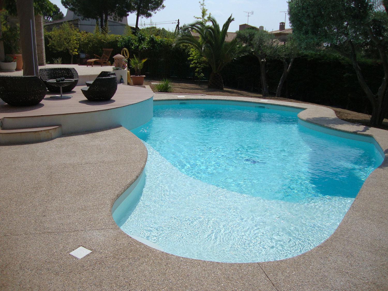 piscine forme libre design a saint-mitre les rempart