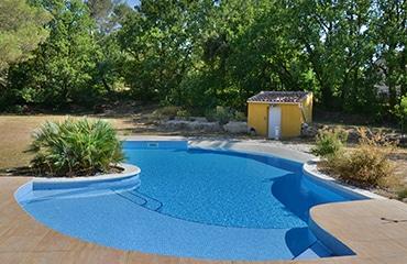 construction piscine mosaïque monobloc pool house
