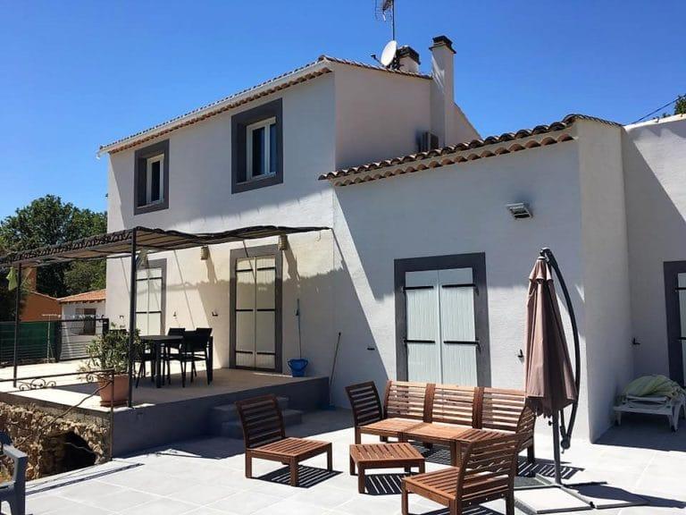 maison provençale et belle terrasse dans le var